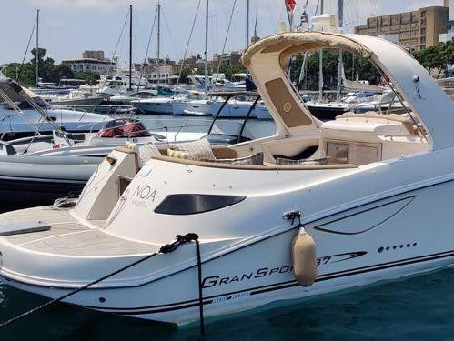 Motorboat Mano Marine 38.5 · 2012