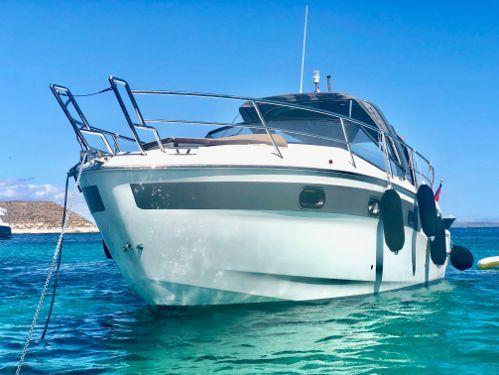 Motorboat Bavaria Sport 300 · 2019