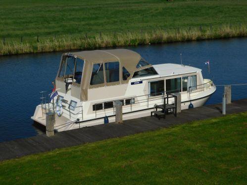 Motorboat Safari Houseboat 1050 · 2000