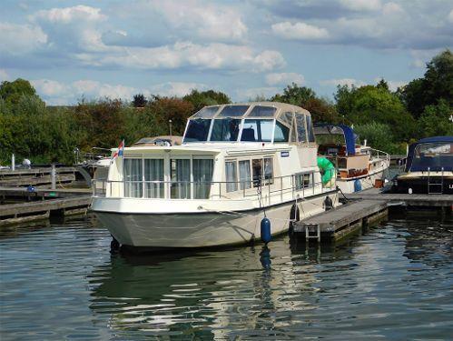 Motorboat Safari Houseboat 1200 · 2000