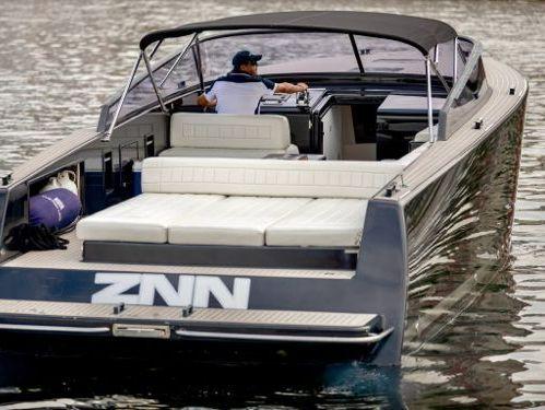 Imbarcazione a motore VanDutch 40 · 2015