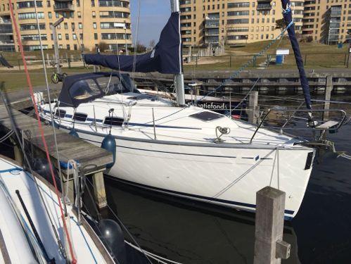 Sailboat Bavaria Cruiser 30 (2007)