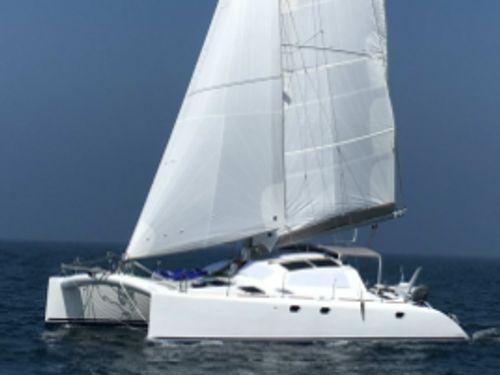 Catamarano Le Rouge 42 · 2002
