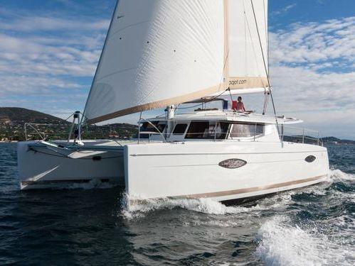 Catamaran Fountaine Pajot Helia 44 · 2015