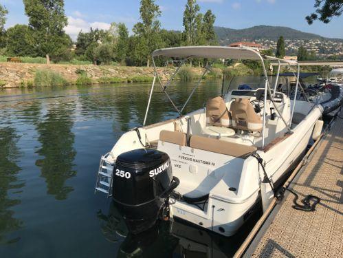 Speedboat Jeanneau Cap Camarat 7.5 CC · 2012