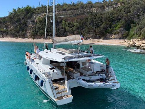 Catamarano Fountaine Pajot Helia 44 · 2016