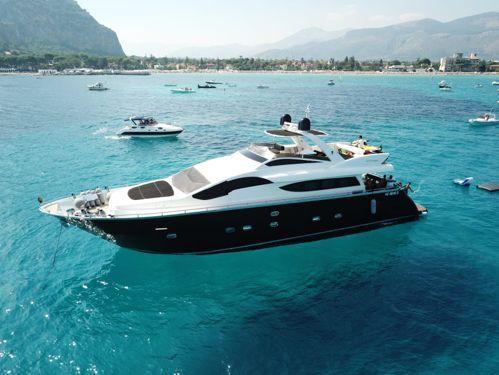 Imbarcazione a motore Antago 82 (2004)