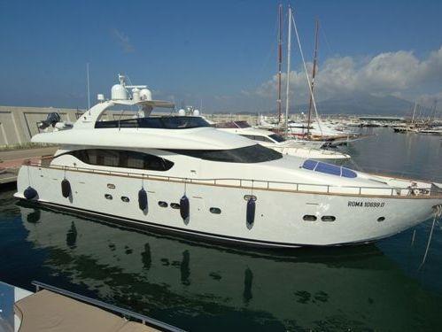 Imbarcazione a motore Maiora 85 (2001)