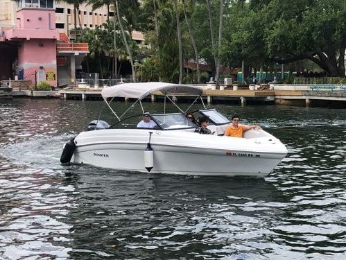 Speedboat Rinker Q3 (2019)