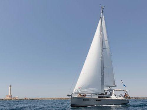 Sailboat Beneteau Oceanis 35.1 · 2017