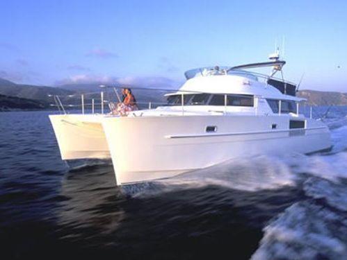 Motor Catamaran Fountaine Pajot Cumberland 43 · 2007
