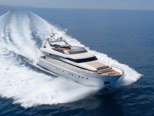 Imbarcazione a motore Akhir 85 (2007)
