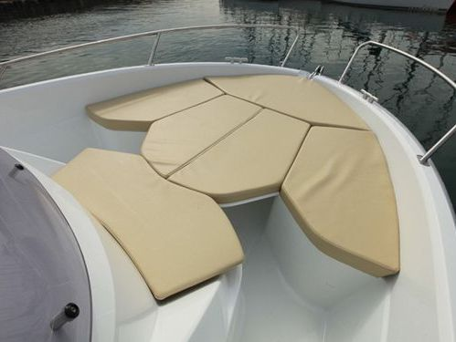 Imbarcazione a motore Beneteau 650 Sun Deck (2010)