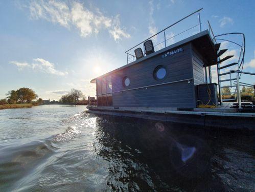 Houseboat Custom Built · 2020