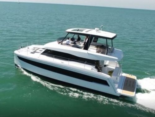 Motor Catamaran Fountaine Pajot MY 44 · 2020
