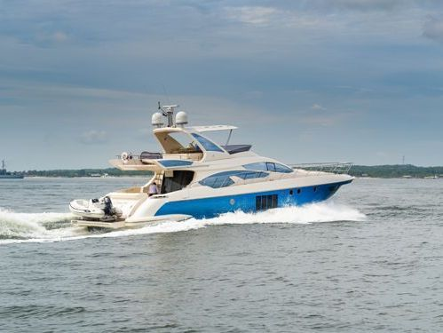 Imbarcazione a motore Azimut 68 · 2012