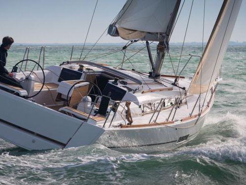 Barca a vela Dufour 350 · 2018