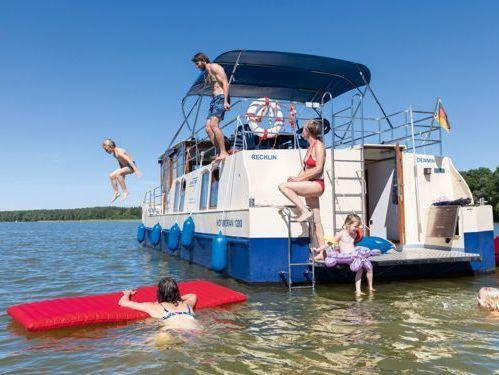 Houseboat Kormoran 1280 · 2015
