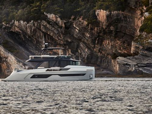 Imbarcazione a motore Explorer 62 (2021)