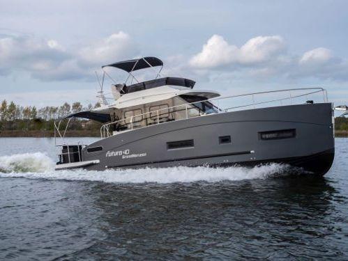 Barco a motor Futura 40 Horizon XL · 2021