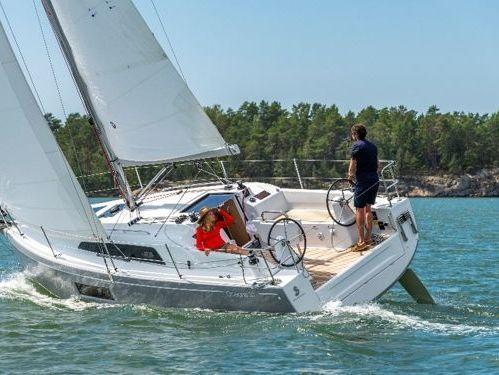 Sailboat Beneteau Oceanis 30.1 · 2021