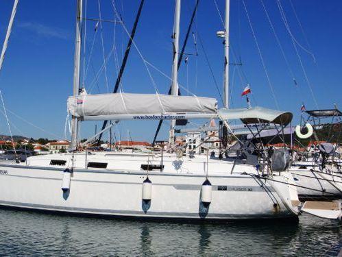 Sailboat Bavaria Cruiser 32 · 2011