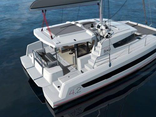Catamaran Bali 4.2 Open Space · 2021