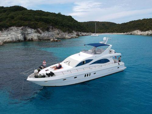 Imbarcazione a motore Majesty 66 (2010)