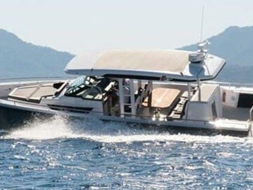 Motorboat Axopar 37 ST (2021)