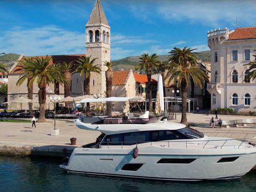 Motorboat Ferretti 450 · 2020