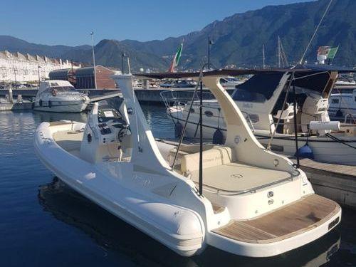 Speedboat Domar D8 · 2021