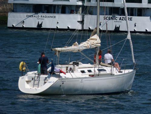 Sailboat Dufour 32 · 1998