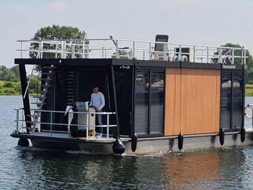 Houseboat Custom Built · 2015