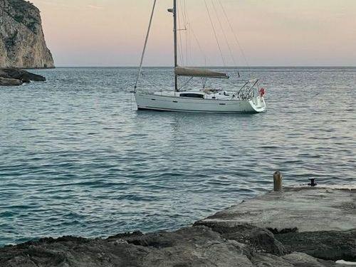 Sailboat Beneteau Oceanis 40 · 2007