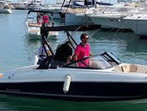 Speedboat Bayliner VR 4 · 2017