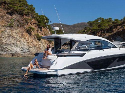 Motorboat Beneteau Gran Turismo 45 · 2022