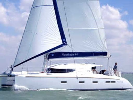 Catamarán Nautitech 44 (2007) (1)