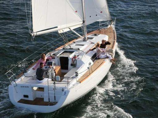 Sailboat Beneteau Oceanis 37 · 2007 (0)