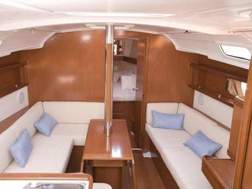 Sailboat Beneteau Oceanis 37 · 2007 (2)