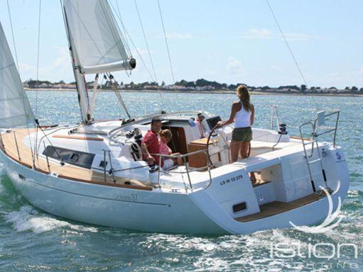 Velero Beneteau Oceanis 37 · 2009 (reacondicionamiento 2013) (2)