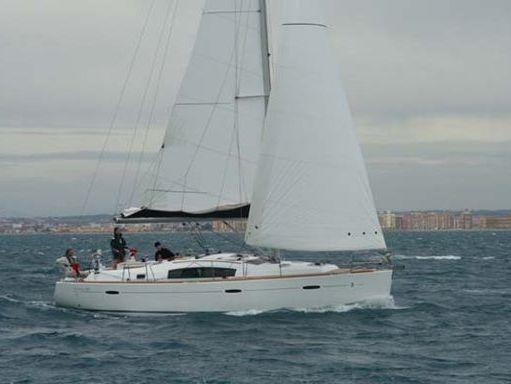 Sailboat Beneteau Oceanis 40 · 2011 (2)