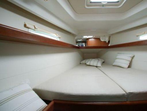 Sailboat Beneteau Oceanis 40 · 2011 (4)