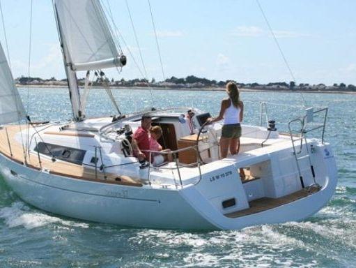 Sailboat Beneteau Oceanis 37 · 2009 (refit 2017) (0)