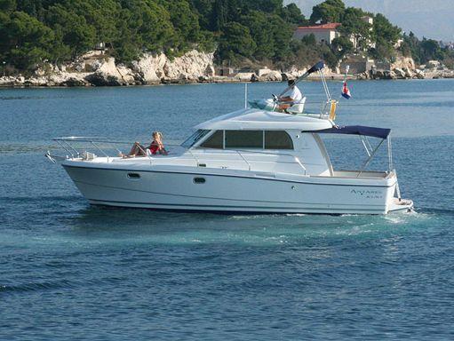 Barco a motor Beneteau Antares 10.80 (2008) (2)