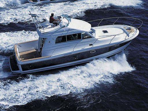 Barco a motor Beneteau Antares 10.80 (2008) (1)