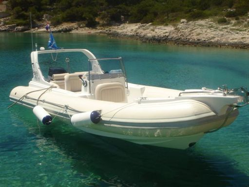Neumática Marine Spirit 640 · 2009 (2)