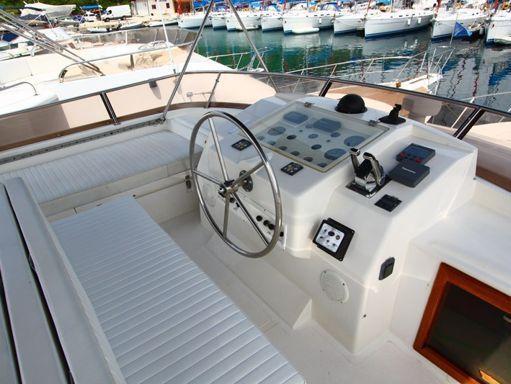 Barco a motor Yaretti 1910 (1991) (1)