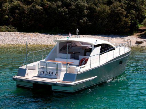 Barco a motor cyrus 13.8 Hardtop · 2012 (reacondicionamiento 2019) (4)