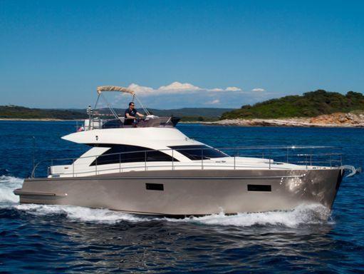 Barco a motor cyrus 13.8 Flybridge - 2012 (reacondicionamiento 2018) (0)