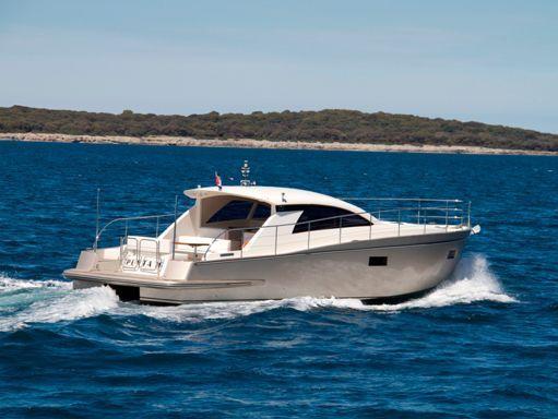 Barco a motor cyrus 13.8 Hardtop · 2012 (reacondicionamiento 2019) (2)